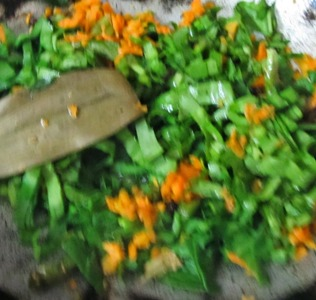 Palak Carrot Khichdi/Khichdi with Spinach and Carrot/Palakura Carrot Pongali