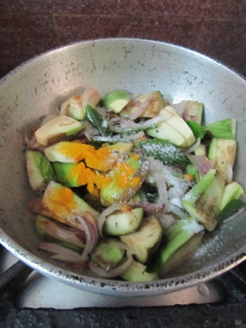 Brinjal Sesame Curry Recipe / Vankaya Nuvvula Podi Kura